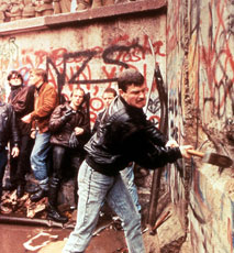 BERLIN WALL East German guards look on as the Berlin Wall is destroyed in November 1989 - Stock Photo
